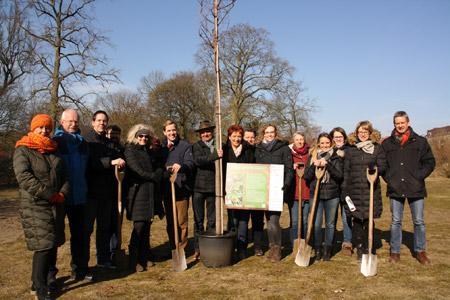 Blühender Beitrag zum Dülmener Schlosspark - Bäume pflanzen als aktiver Klimaschutz