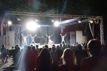 Auftakt nach Maß: 700 Zuschauer verfolgen Nibelungen-Aufführung