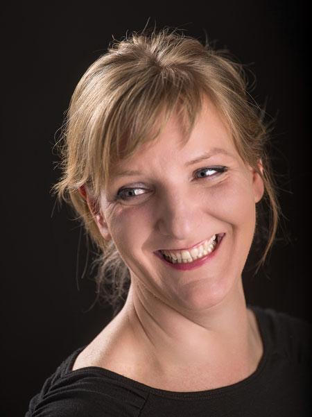 """Liebling der Schwerkraft"" – Bestseller-Autorin Katinka Buddenkotte tritt am 8. März im Beckumer Stadttheater auf"