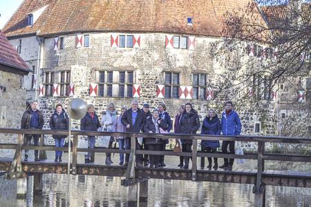 Tourismusfachleute besuchen auf Einladung des Kreises die Burg Vischering