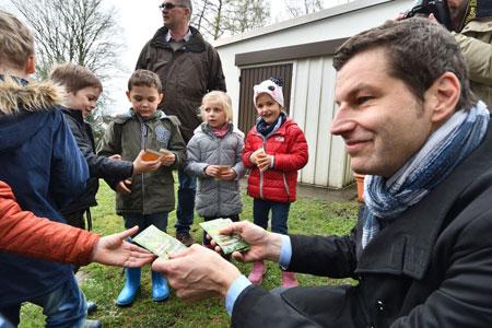 """Mehr Lebensraum für Insekten: Kampagne """"Bochum blüht und summt"""" startet"""