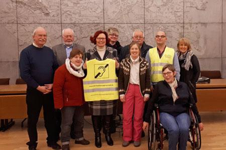 Gelbe Weste schafft im Verkehr Sicherheit für hörbehinderte Menschen