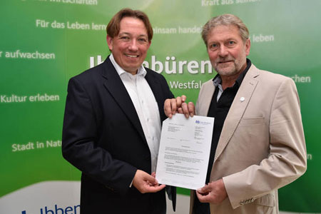 Bürgermeister übergibt Zuschussbescheid an Arminia