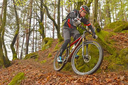 Mit Rad und Mountainbike über Stock und Stein