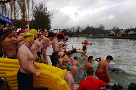 Wasser und Freizeit Münster e.V. läd zum neunten Münsteraner Neujahrsschwimmen ein