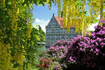 Burg Hülshoff zurück aus der Winterpause - Neue Öffnungszeiten für Droste-Museum und Gastronomie