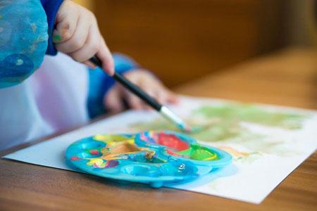 Notbetreuung in Kitas, Tagespflege und Schulen wird auf Kinder von Alleinerziehenden ausgeweitet