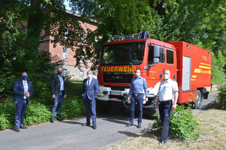Krisenstab des Kreises Steinfurt liefert Schutzmaterial an Krankenhäuser aus