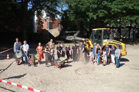 Kinder-Spatenstich für den Erlebnisspielplatz auf Hof Deitmar