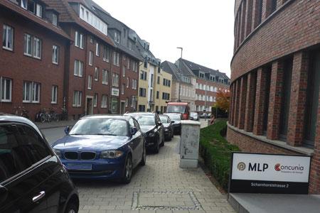 Scharnhorststraße Münster: Pfosten halten Gehweg frei