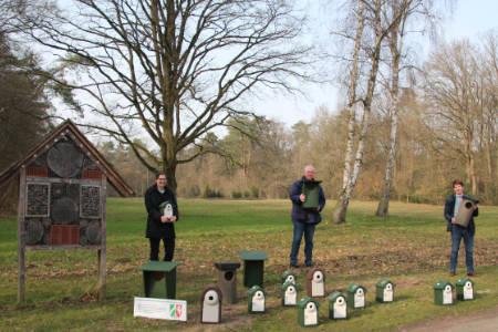 Praktischer Naturschutz auf dem Waldfriedhof Lauheide