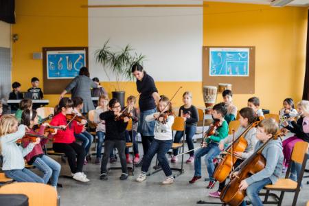 Gemeinsam musizieren, tanzen, singen: Jetzt für JeKits im nächsten Schuljahr anmelden!